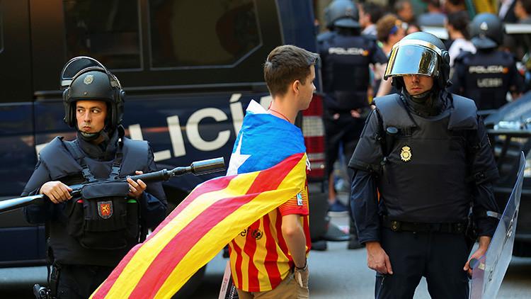 El Gobierno español desconfía de los Mossos y enviará miles de policías adicionales a Cataluña