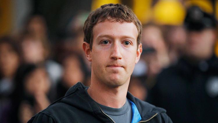 ¿Reptil o alienígena? Los pantalones de Zuckerberg encienden Twitter (MEMES)
