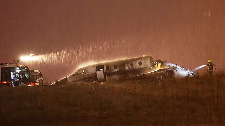 VIDEO, FOTOS: Cuatro heridos en incendio de un avión privado durante un aterrizaje de emergencia