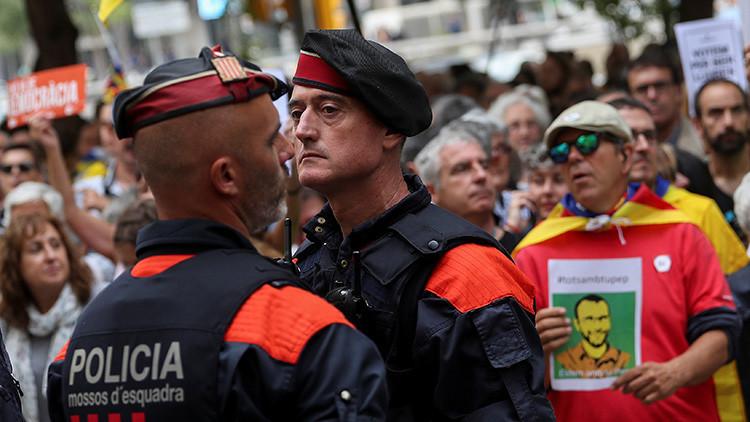 Agentes de los Mossos cooperan con la Guardia Civil contra el referéndum