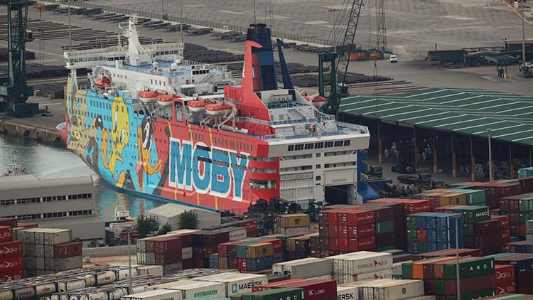 'Atraque de risa' en Cataluña: Twitter se mofa del 'barco de Piolín' usado por la Policía española