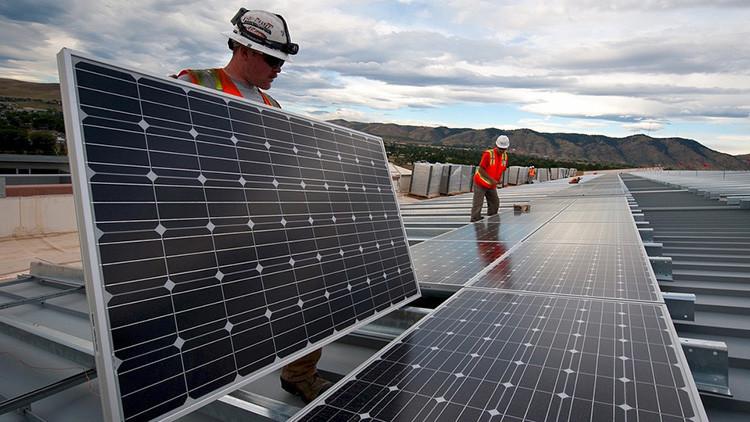 Sebastián Piñera propone que Chile tenga energía 100 % renovable para 2040
