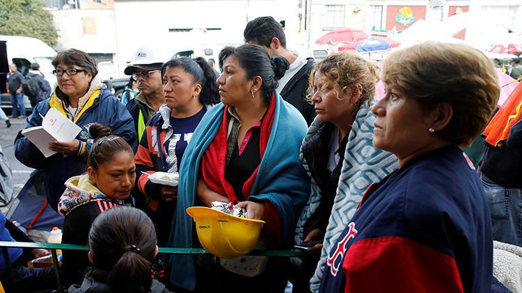 México: Echan a patadas a un político mientras recorría zonas afectadas por el sismo (VIDEO)