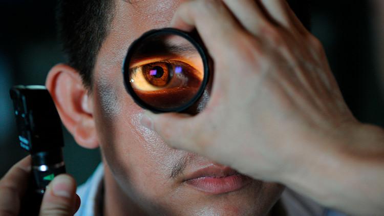 Un joven mexicano acude por dolores al oftalmólogo y encuentran un gusano que le perforaba un ojo