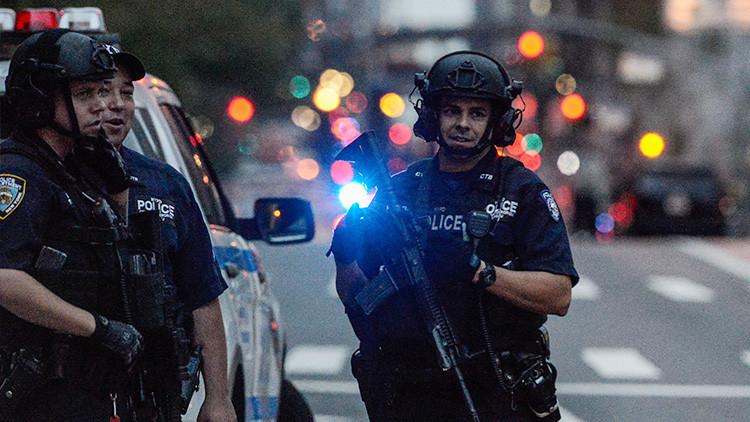 EE.UU.: Un hombre armado con un machete toma rehenes en un banco