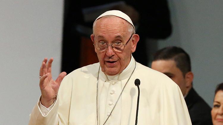 Teólogos conservadores acusan al papa Francisco de propagar la herejía