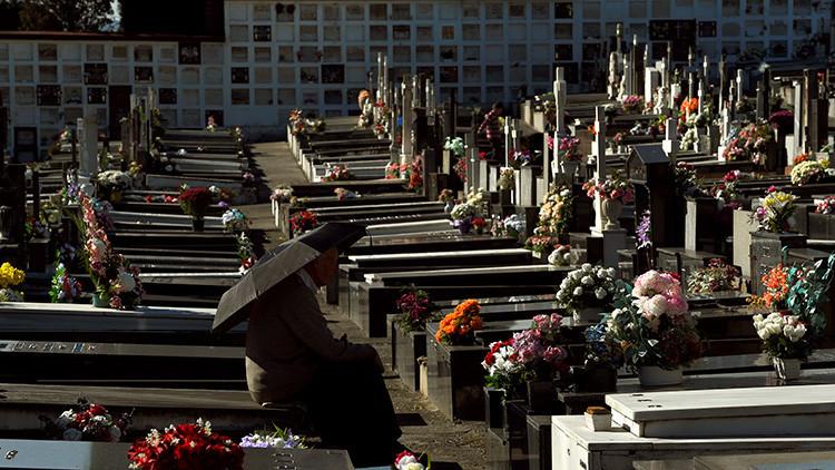 Una española pide a un tribunal que abra la tumba de su 'doble' para probar que está viva (FOTO)