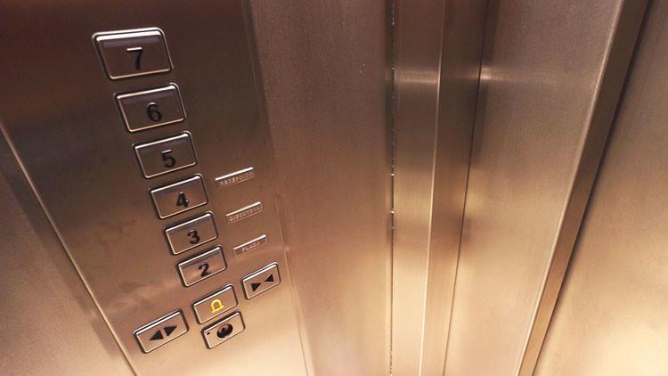 China: Un hombre instala 'el ascensor más tonto' por el cansancio de su yerno