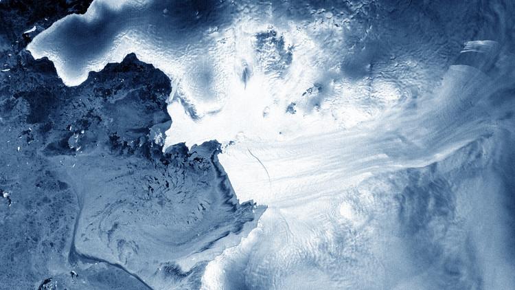 FOTO: Un iceberg cuatro veces mayor que Manhattan se separa de la Antártida