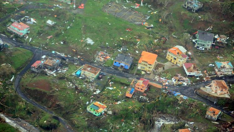 La familia que sobrevivió dentro de un vehículo al paso de 'María' por Dominica