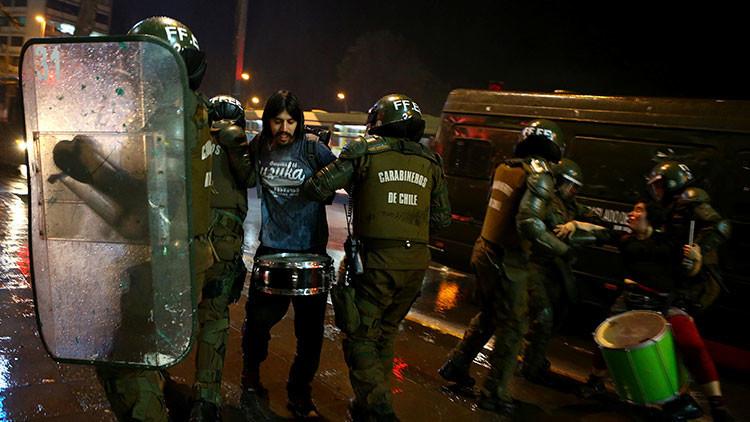 Video, fotos: Choques con la Policía en Santiago de Chile por un juicio justo para los mapuches