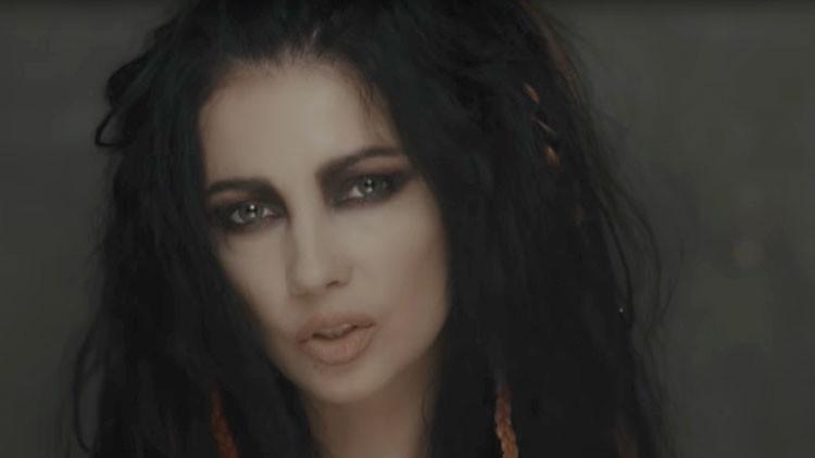 """Detienen en Turquía a una cantante ucraniana por """"parecer demasiado joven"""" (FOTOS)"""