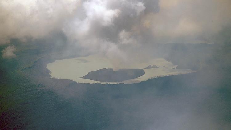 Vanuatu ordena la evacuación completa de una isla por una erupción volcánica
