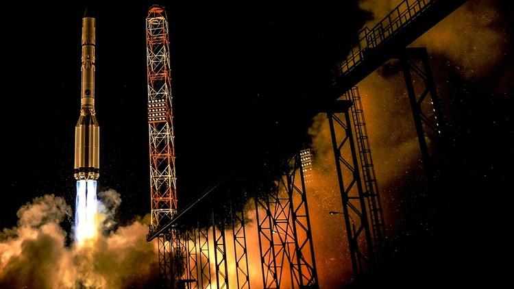 Rusia lanza un satélite chino a bordo del cohete portador Protón-M