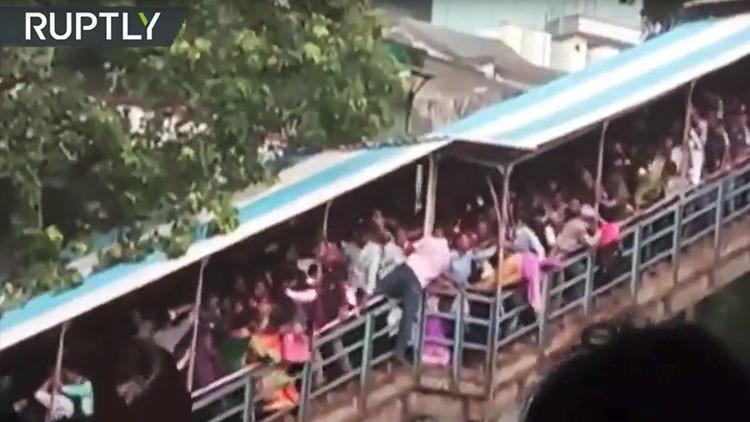 FUERTES IMÁGENES: Al menos 22 muertos en una estampida en la India
