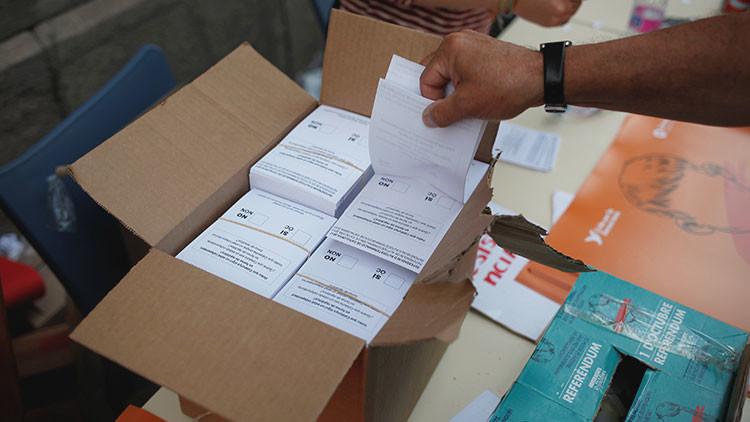 Así será la urna del referéndum catalán (y así se han burlado en Twitter)