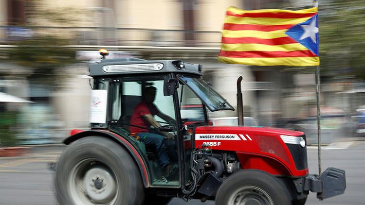 Los tractores toman las grandes ciudades de Cataluña para defender el referéndum (VIDEO)