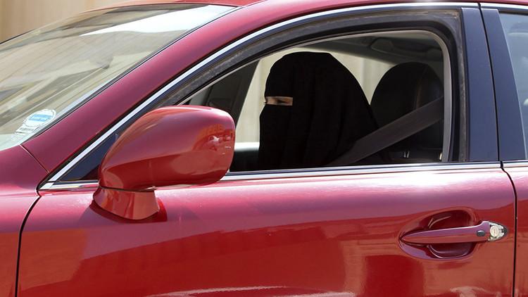 Detienen en Arabia Saudita a un hombre que amenaza con quemar a conductoras