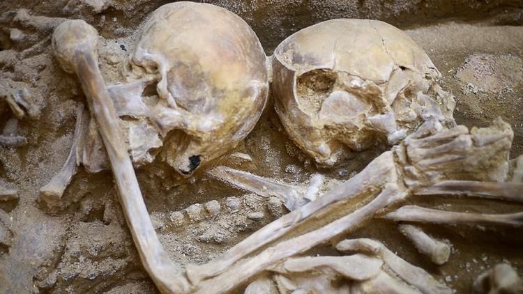 Hallan en Perú restos de víctimas de un ritual de sacrificio humano de más de 1.000 años (FOTOS)