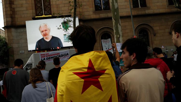 """Assange tilda la situación en Cataluña de """"la primera guerra por Internet en el mundo"""""""