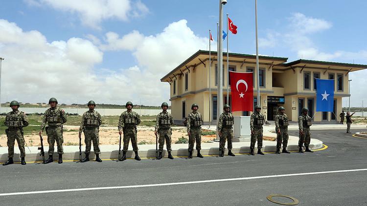 Turquía abre su mayor base militar en el extranjero junto a una importante ruta marítima mundial