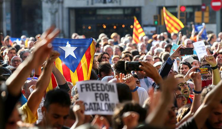 España asume control de policía catalana ante referendo secesionista