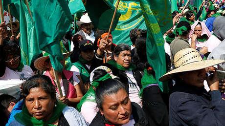 Campesinas participan en una protesta contra la violencia de género en la Ciudad de México en el marco del Día Internacional de la Mujer.