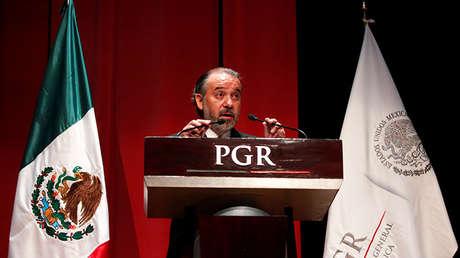 Raúl Cervantes durante el pedido formal de disculpas a tres indígenas condenadas a tres años en prisión erróneamente, Ciudad de México, el 21 de febrero de 2017.