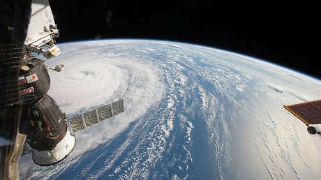 La Estación Espacial Internacional sobrevuela el supertifón Noru.