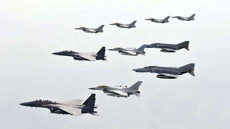 Cazas de la Fuerza Aérea surcoreana durante unas maniobras militares.