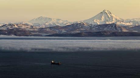 El stratovolcán Viliúchinsky, situado al sur de la península rusa de Kamchatka