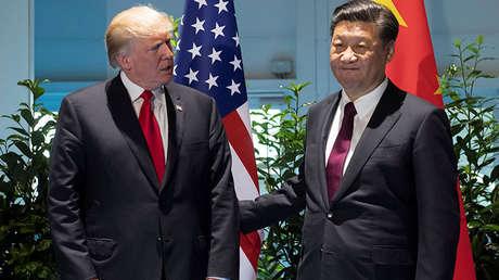 El presidente de EE.UU., Donald Trump, con el presidente de China, Xi Jinping, en una cumbre del G20