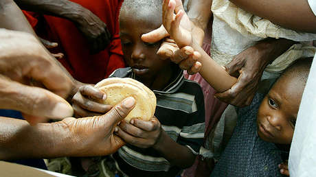 Distribución de comida en Mapou, Haití, en el marco del Programa Mundial de Alimentos de la ONU, el 13 de junio de 2004.