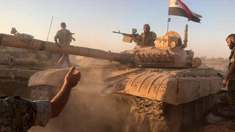 Tanques del Ejército sirio en la zona de Deir ez Zor.