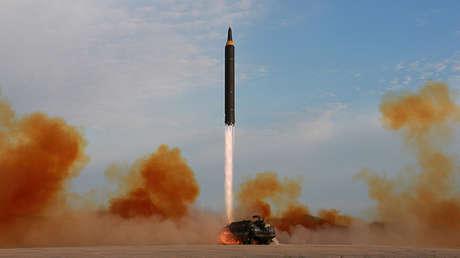 Lanzamiento del misil Hwasong-12 por parte de Corea del Norte.