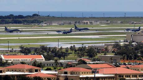 Aviones militares de EE.UU. en la base de la Fuerza Aérea Andersen en la isla de Guam, el 15 de agosto de 2017.