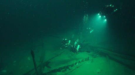 Buzos en galera romana descubierta por el equipo del proyecto.