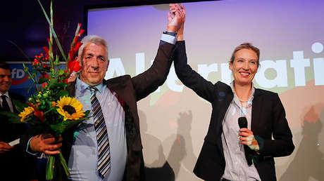 Alice Weidel, del partido AfD, reacciona ante los primeros sondeos a pie de urna en las elecciones de Alemania, el 24 de septiembre de 2017