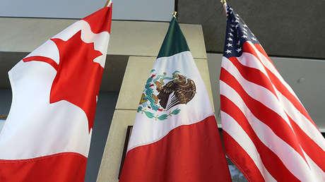 Las banderas de Canadá, México y Estados Unidos.