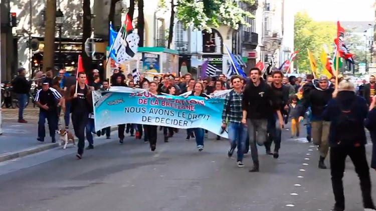 Cientos de bretones marchan en Francia en solidaridad con Cataluña