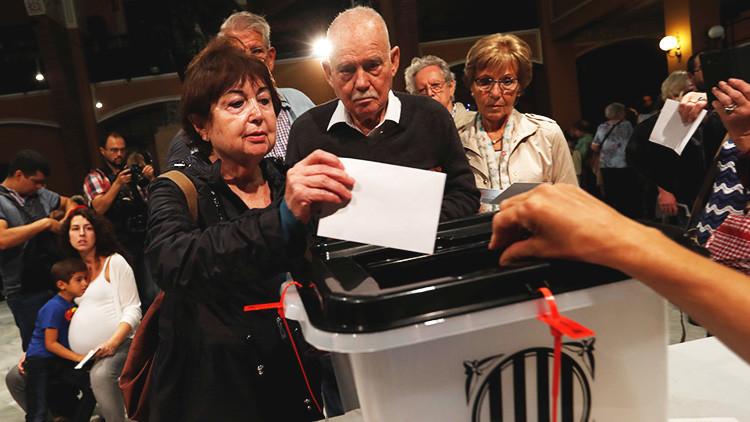 Estos son 10 de los tuits más compartidos sobre el referéndum catalán en media jornada
