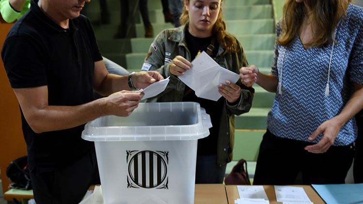 Cataluña: publican imágenes de personas votando varias veces en colegios distintos (FOTOS)