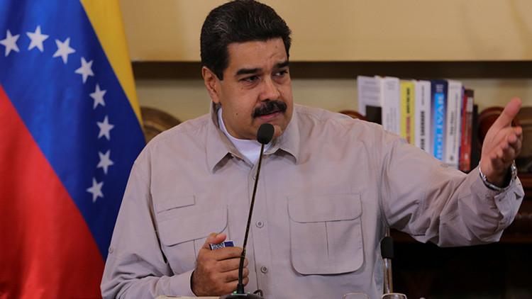 """""""¿Quién es el dictador?"""": Maduro fustiga a Rajoy por uso de la fuerza en el referéndum en Cataluña"""