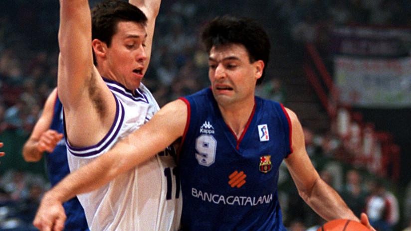 FOTO: Ex jugador internacional de baloncesto arrastrado por la policía en el referéndum catalán