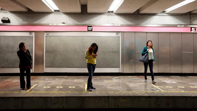 FUERTES IMÁGENES: Un esquizofrénico empuja a una mujer a las vías del metro en la Ciudad de México