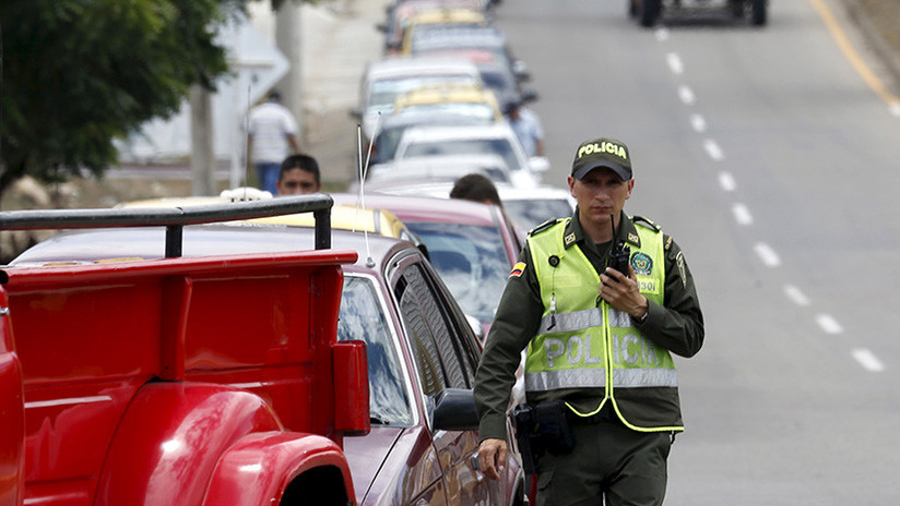 Mujer graba el momento en que un auto la atropella tras reclamar por un choque