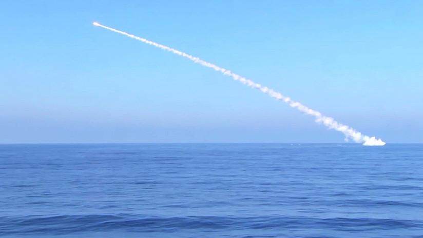 Submarinos rusos lanzan 10 misiles cruceros al Estado Islámico