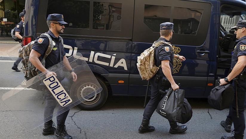 Madrid envía literas, cocinas y duchas a sus fuerzas policiales en Cataluña