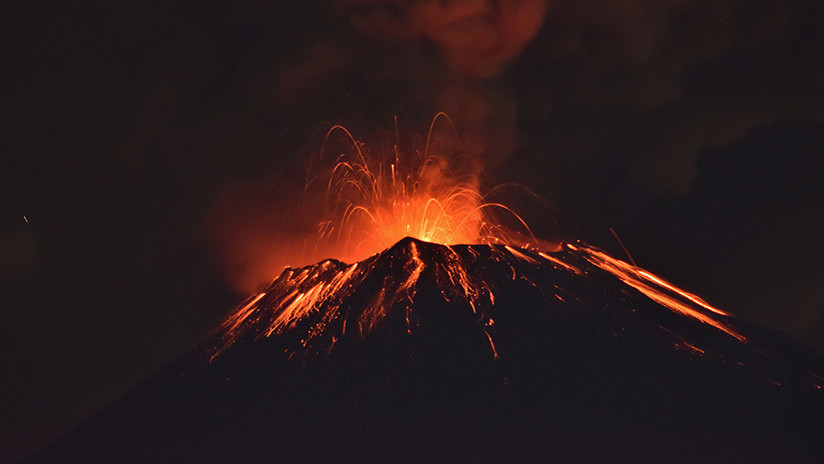 VIDEO: El momento en que el volcán mexicano Popocatépetl registra una explosión