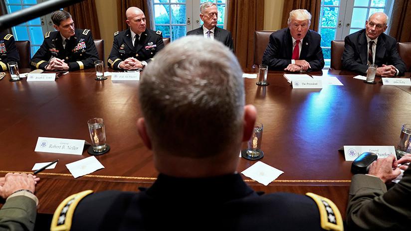 """Trump: """"Irán no respeta el espíritu del acuerdo nuclear y hablaremos con los líderes militares"""""""